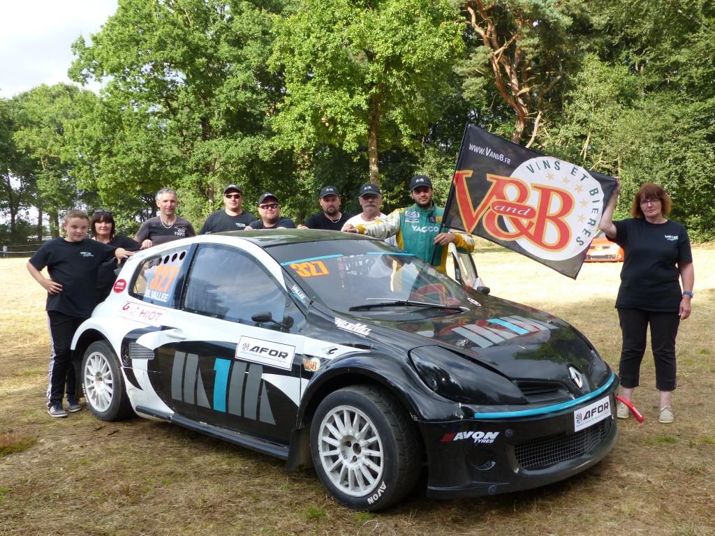 Photo de l'équipe lors de la première épreuve avec cette nouvelle auto.
